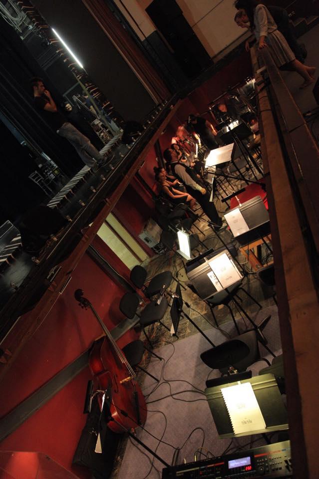 Orkestralna rupa polako se puni.